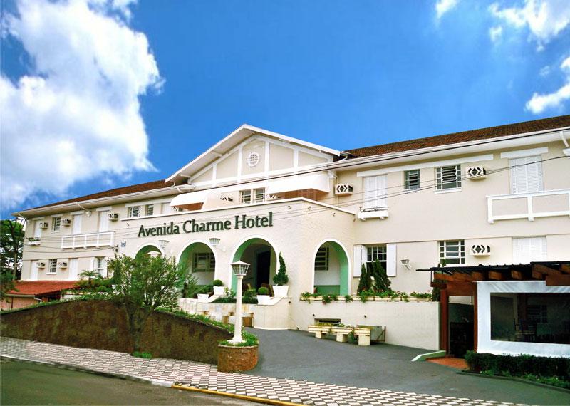 Fachada do Avenida Charme Hotel, em Águas de São Pedro (SP)