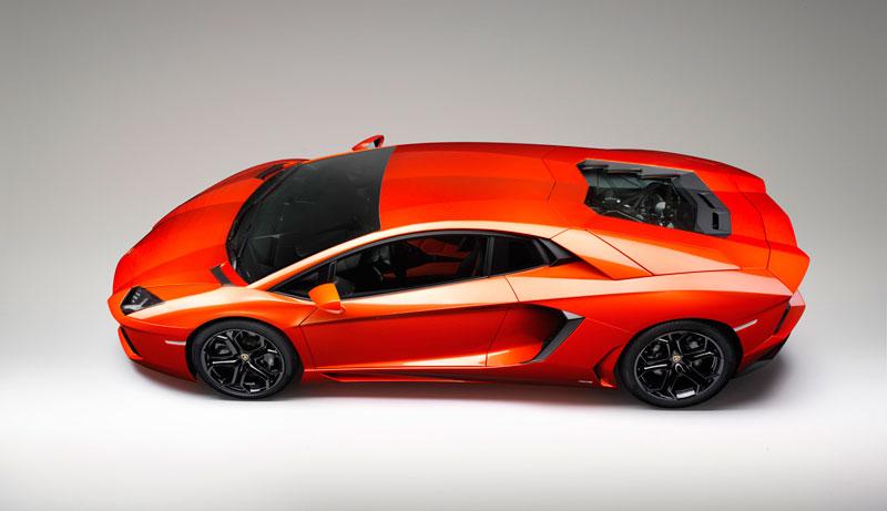 O lançamento de 2011 da Lamborghini, o Aventador LP 700-4, está disponível para locação na Mobility