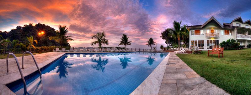 Pôr-do-sol no Beach Hotel Juquehy, em São Sebastião