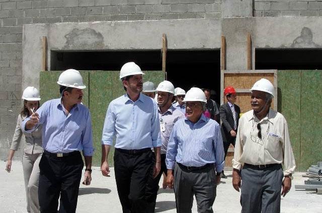 O ministro Gastão Vieira em visita ao novo Centro de Eventos do Ceará e as obras de ampliação do aeroporto de Aracati. (Foto: Divulgação)