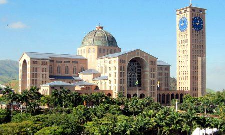 Programação religiosa atrai turistas a Aparecida