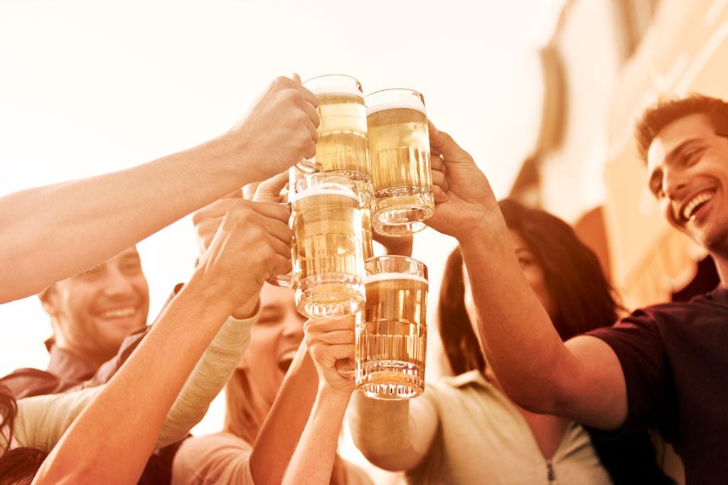 Azul servirá cerveja Eisenbahn gratuita em seus voos durante a Oktoberfest