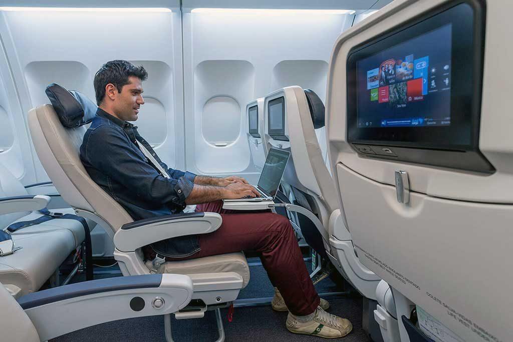 As aeronaves Embraer contam com mais de 40 canais de As aeronaves Embraer contam com mais de 40 canais de TV SKY ao vivoTV SKY ao vivo