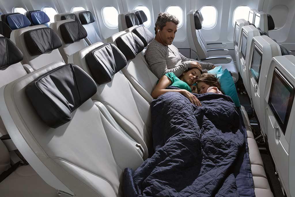 SkySofa, novidade lançada recentemente em que um grupo de quatro poltronas que se transformam em uma cama