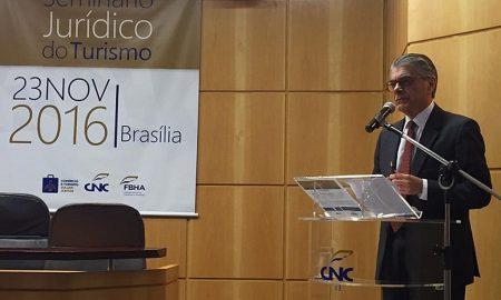 Secretário Alberto Alves no Seminário Jurídico do Turismo (Foto: Geraldo Gurgel)