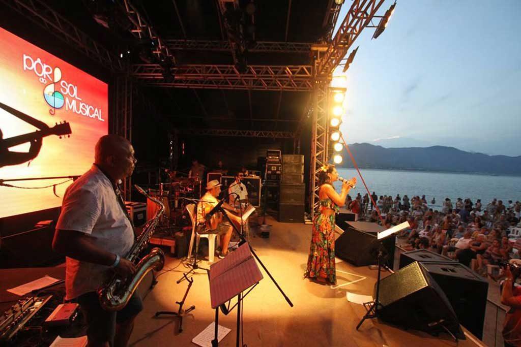 Festival Pôr do Sol Musical em Ilha Bela – Larissa Cavalcanti