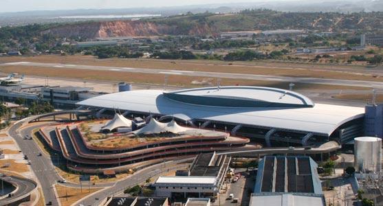 Imagem aérea do terminal de passageiros do Aeroporto do Recife.