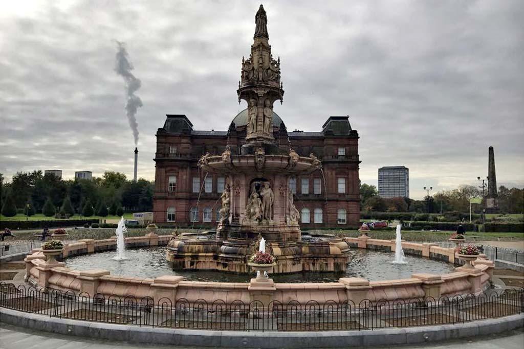 Fonte de Doulton em Glasgow Green – Escócia por Luciane Vanzin