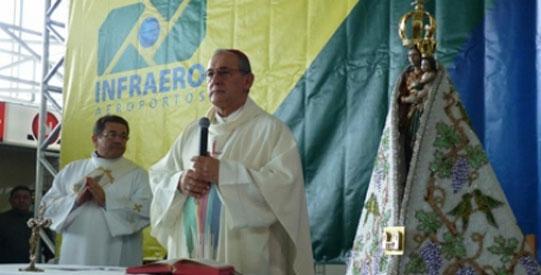 Procissão no Aeroporto de Belém marca início do receptivo aos romeiros do Círio de Nazaré