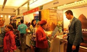 No estande da Embratur, australianos buscam informações sobre a Olimpíada e outros destinos do Brasil – Foto: Embratur/Divulgação