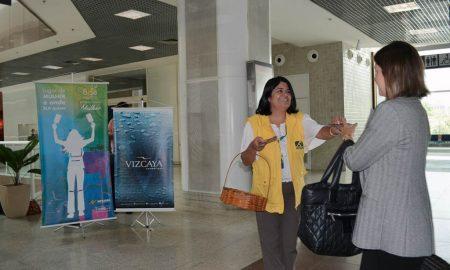 Passageiras são homenageadas no Santos Dumont no Dia Internacional da Mulher