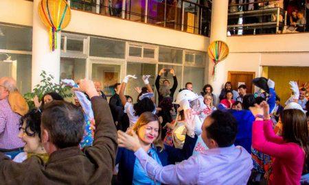 Visitantes da Espanha brincam a quadrilha na abertura do Brasil Junino (Foto: Divulgação/Embratur)
